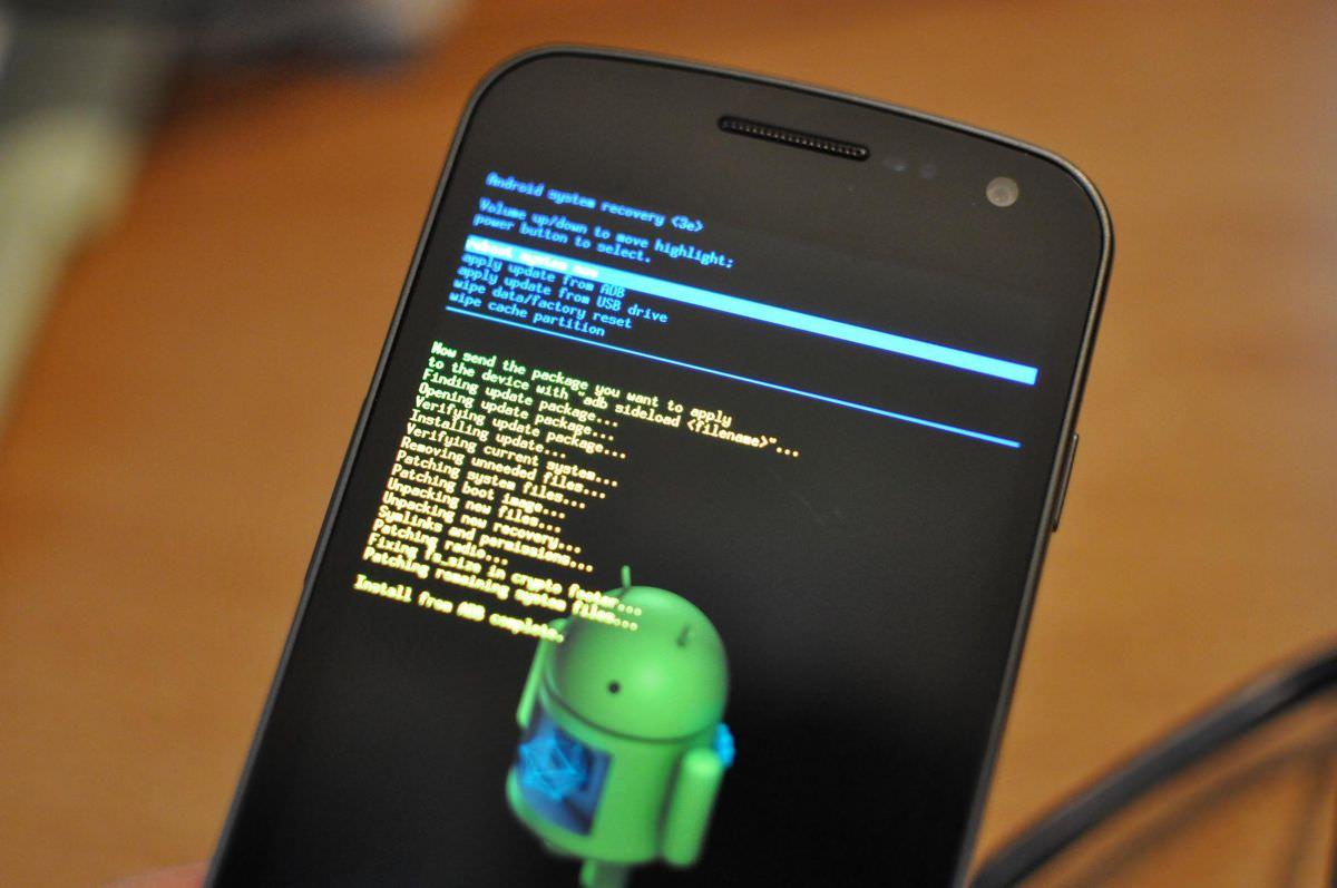 Thực hiện khôi phục cài đặt gốc thông qua Android Recovery